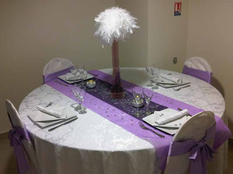Mariage couleur parme d coration table prune for Deco de table orientale